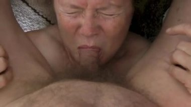 Geile bettina lange - Grandma sucking dick