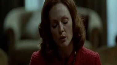 Julianne moore - dominating mother