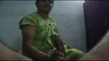 juicy handjob by south indian hoe