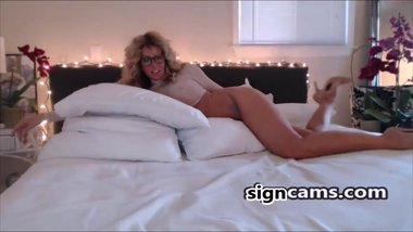 Perfect Mif Teasing On Webcam