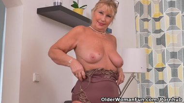 Euro granny Gigi needs to rub one out