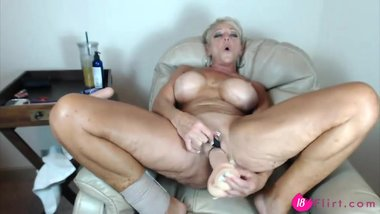 Fabulous MILF Alexis Extacywith a big implants