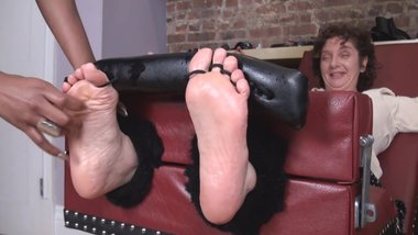 milf eli feet tickle theraphy