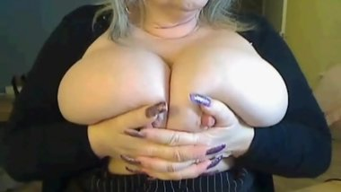 blondebustyuk mature lady flashing big tits on webcam