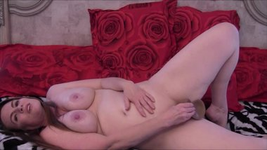 Sexy Mommy Masturbates And Gives You JOI