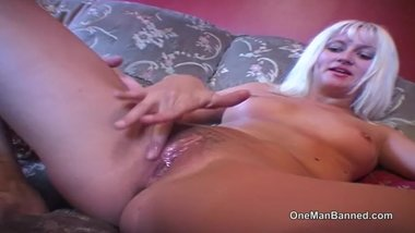 Amateur blonde MILF pussy gets licked and screwed