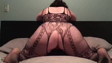 Thick white wife bouncing her ass again