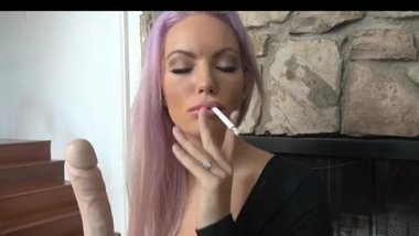 Hot Bitch Smokes