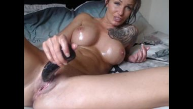 Fit MILF Teresa Fucks Her Pink Pussy in mfc Cum Show