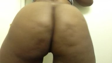 sexy black milf twerking